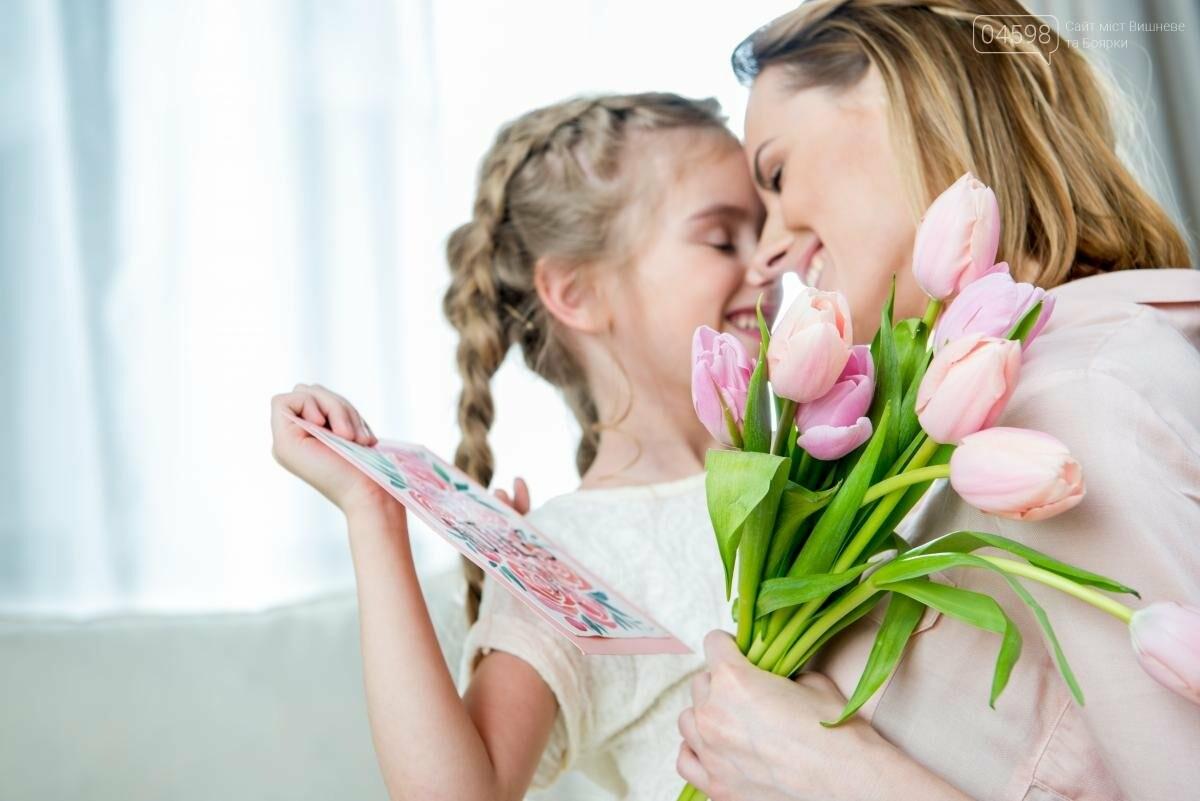 Що подарувати жінкам на 8 березня: ідеї презентів для дружини і мами  , фото-1