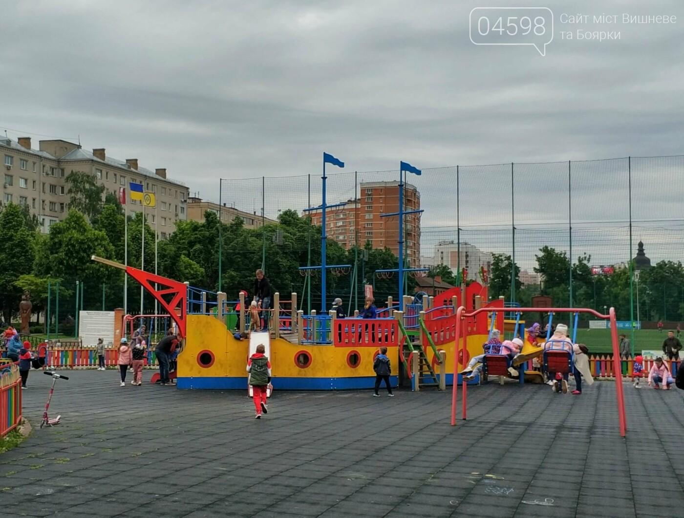 У Вишневому та Крюківщині триває ремонт дитячих майданчиків: до та після, фото-4