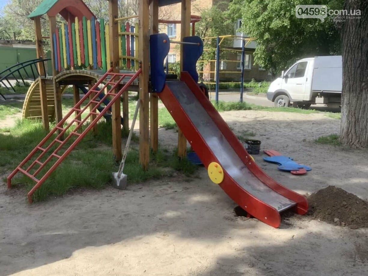 У Вишневому та Крюківщині триває ремонт дитячих майданчиків: до та після, фото-3