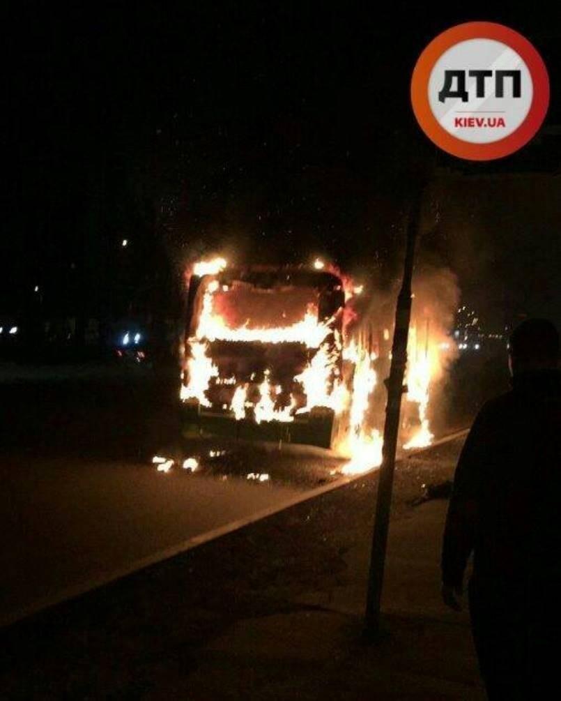 На окружной сгорела маршрутка Боярка - Киев, (ФОТО, ВИДЕО), фото-1, dtp.kiev.ua