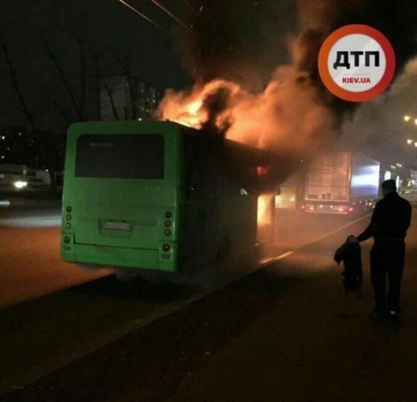 На окружной сгорела маршрутка Боярка - Киев, (ФОТО, ВИДЕО), фото-2, dtp.kiev.ua