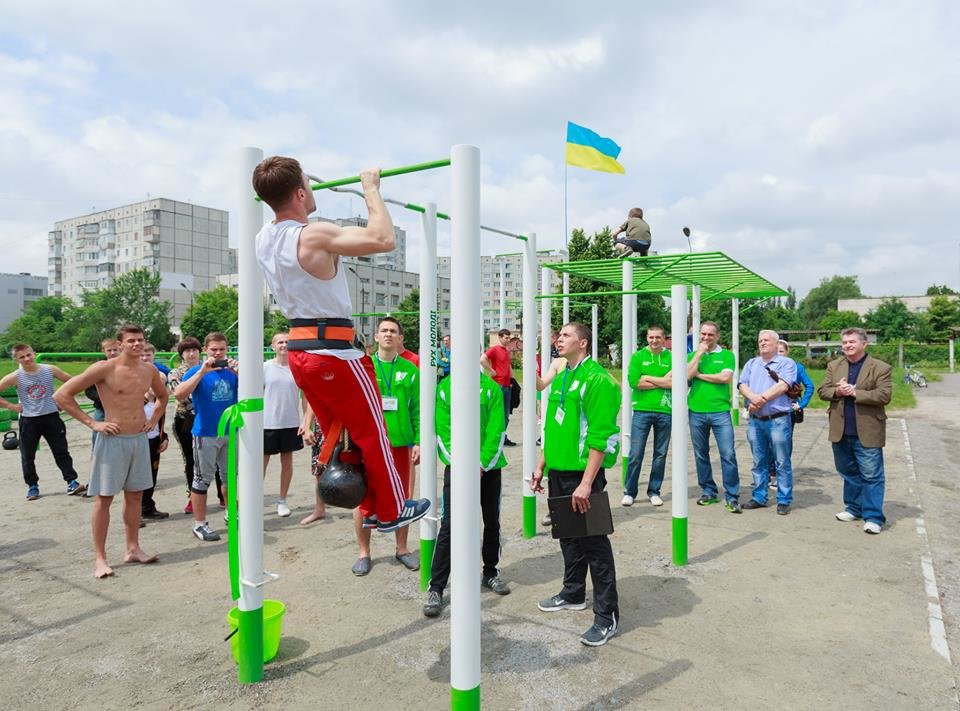 "Фонд ""Рух молоді"" установил 43 спортивные площадки по всей Украине, фото-1"
